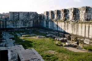 Hypaethral Temple of Apollo at Didyma, Turkey. (http://www.utexas.edu/courses/citylife/architecture1.html)